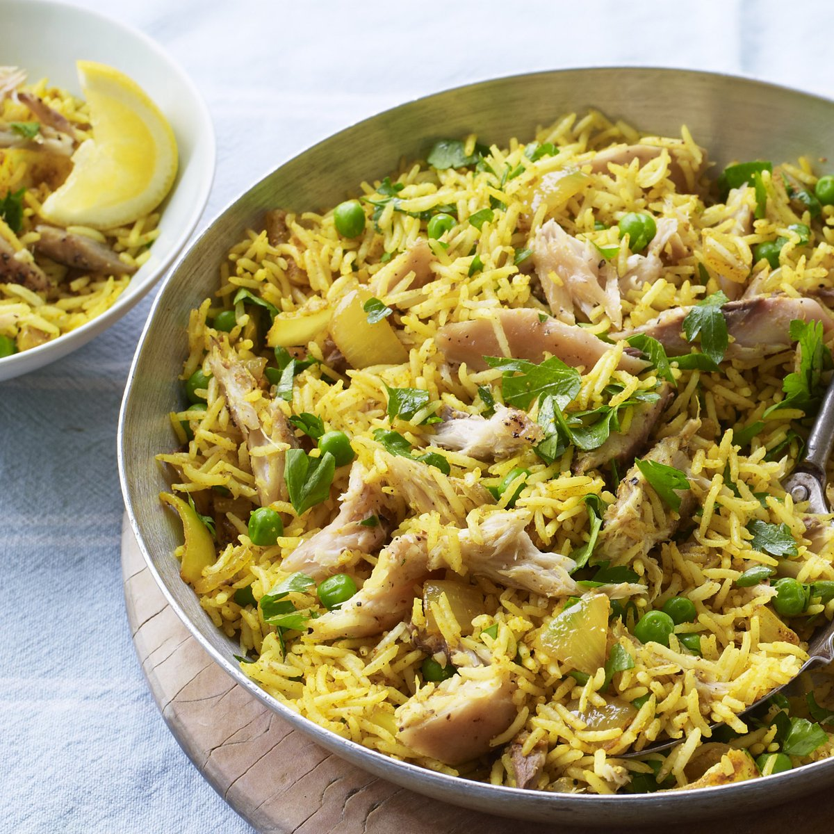A great one-pan meal that's healthy, cheap and tastes pretty darn good https://www.bbc.com/food/recipes/smoked_mackerel_pilau_66783…