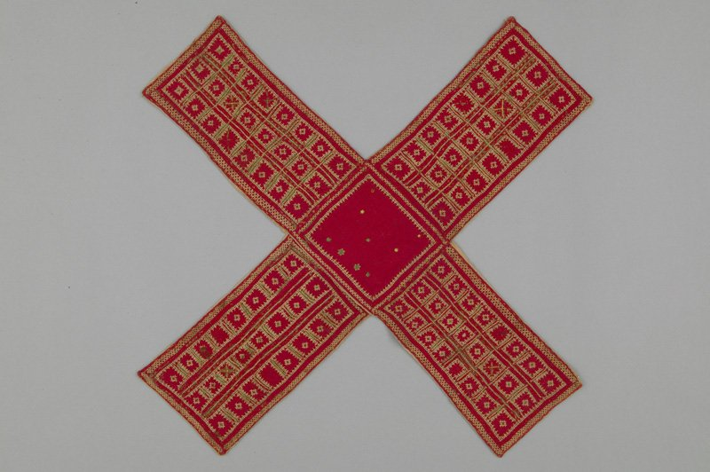 Weve got lots of things to play with in our collection like this embroidered pachisi board, but according to our conservation team thats frowned upon. Good thing we have workshops and drop-ins of all kinds, so everyone can play! #PlayMW #MuseumWeek