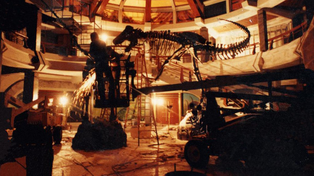 #MuseumWeek2019  Day 3: Meet the people who built the dinosaurs of #JurassicPark! Research Casting fabricated the T-rex and Alamosaurus in the main rotunda of the visitor center of the film in 1992! Next time you watch it, try and spot them!  #PlayMW  #dinosaurday #dinosaurs<br>http://pic.twitter.com/jYA1PCdVFf
