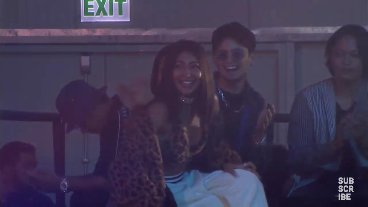 NADINE LUSTRE AND JAMES REID ARE THEREEE!!!   BEST FEMALE ARTIST OF THE YEAR, YAY!   #StayUp4JaDineMMAs<br>http://pic.twitter.com/F4rj11jYq8