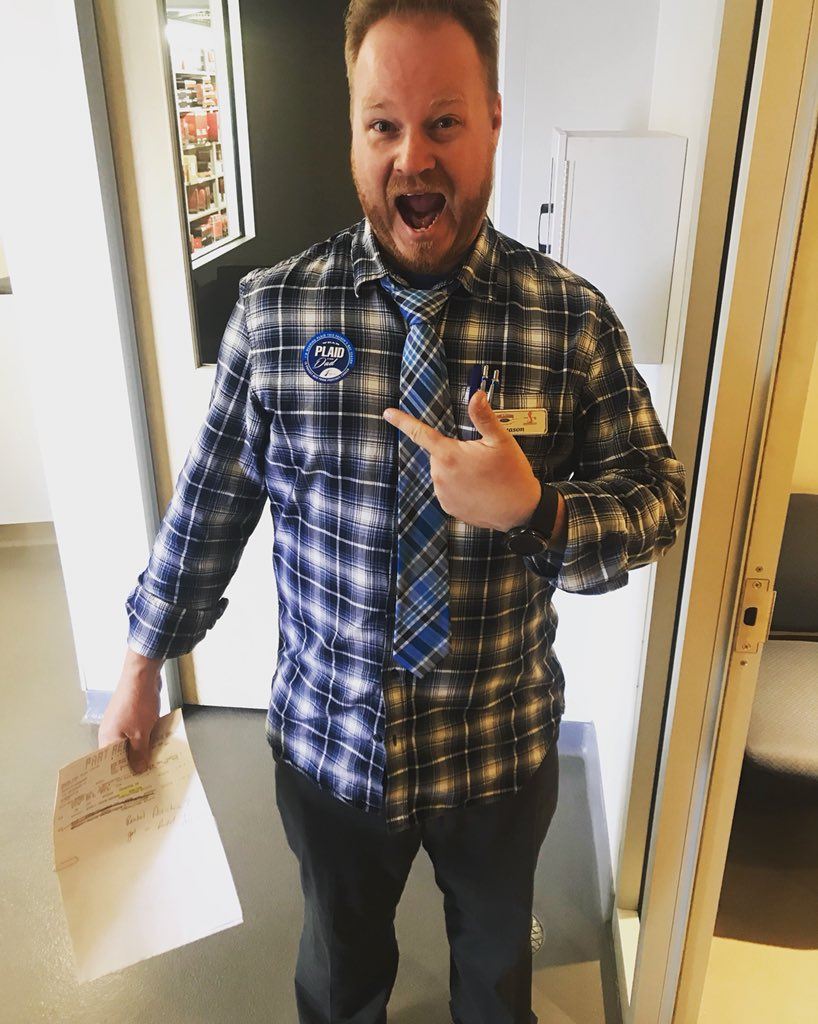 Go Plaid. Help Dads! Sign up your workplace to go #PlaidforDad on June 14th, have fun &amp; raise funds to help end prostate cancer. Learn more:  http://www. plaidfordad.ca  &nbsp;   <br>http://pic.twitter.com/xaI4DULmi3