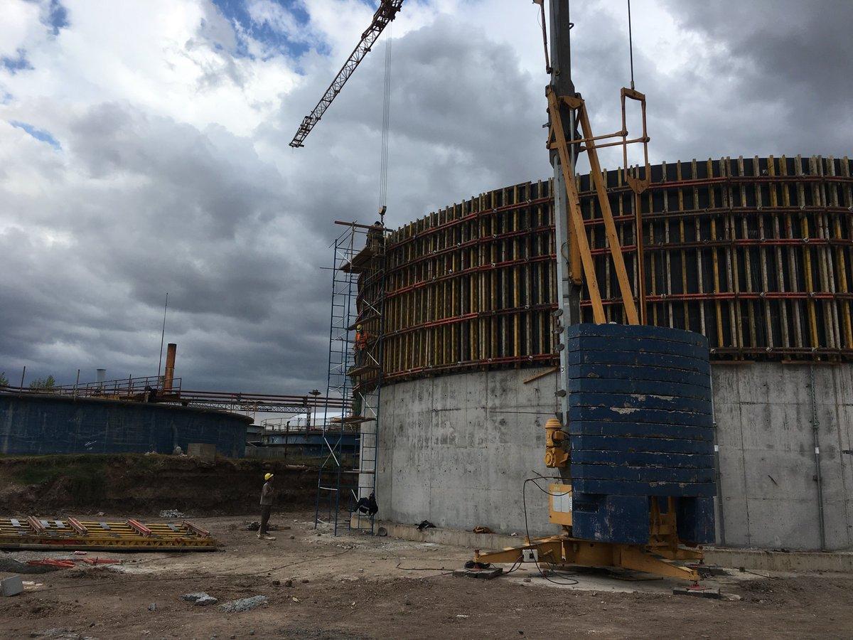También se está avanzando en la construcción de los contenedores de hormigón con paredes de 10 metros de alto, que contendrán los efluentes. #Bionergías