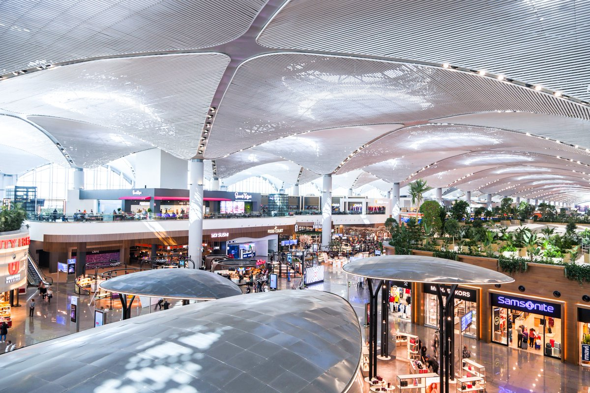 A unique travel experience awaits you at #IstanbulAirport. ✈ You can take a meal break among options catering to every taste and enjoy shopping with more than 1,000 domestic and international brands!