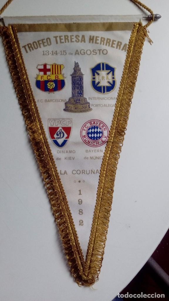 TROFEO TERESA HERRERA  LA CORUÑA – ESPANHA  4 clubes participaram do torneio em 1982:  BARCELONA,   DINAMO DE KIEV,   BAYERN DE MUNIQUE e...  ...um tal de IPA!🤔😂🤣 https://t.co/iWlHb1B0o9