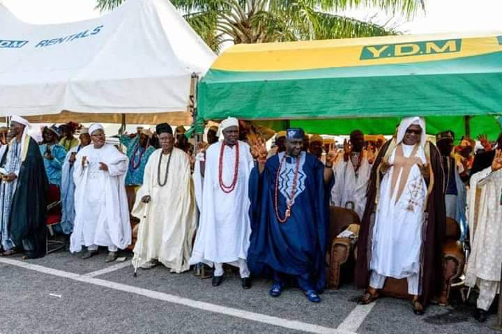 TRADITIONAL RULERS IN KOGI STATE DOING THE 4 + 4 SIGN IN SUPPORT  OF THE FAILED AND OUTGOING GOVERNOR YAHAYA BELLO..  POLITICS HAS FINALLY KILLED OUR TRADITION.<br>http://pic.twitter.com/T8egphYE9n