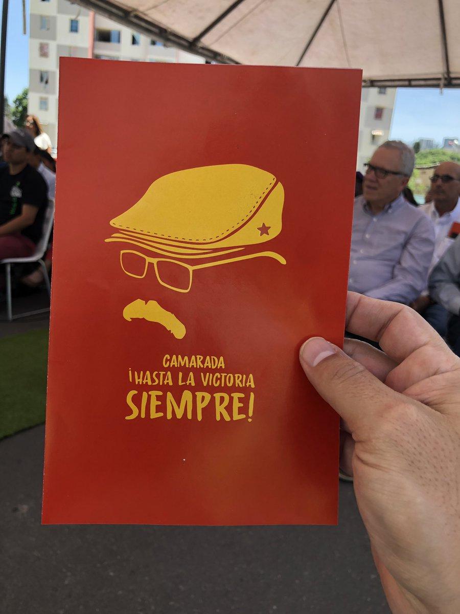 Estamos en la Vega, en el urbanismo Hugo Chávez, en la instalación de la Cátedra del pensamiento social Rolando Corao. Tristes aún pensando qué hacer con la ausencia del amigo y con todo lo que dejó para hacer.