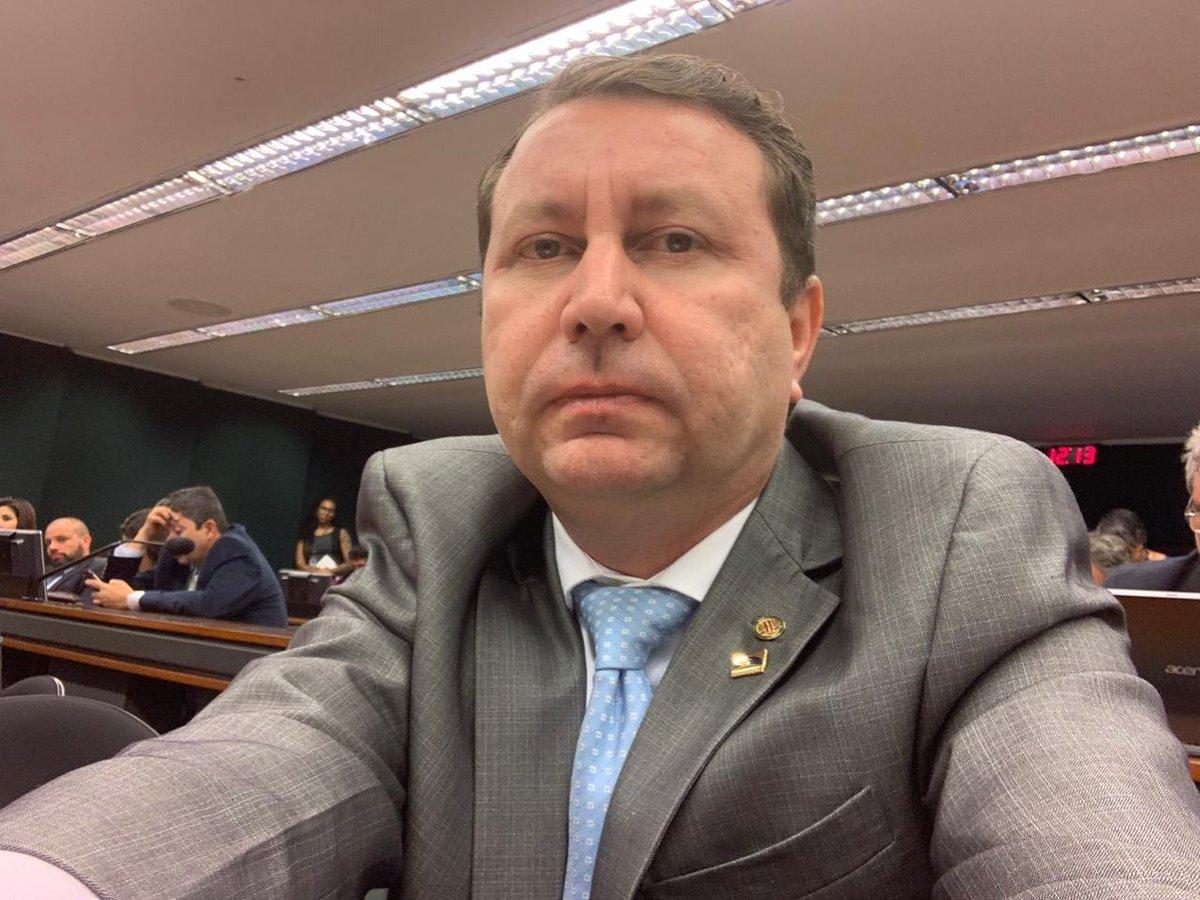 O Deputado Federal David Soares é suplente na Comissão de Viação e Transportes na Câmara dos Deputados e participou de manhã do debate sobre o preço desproporcional das passagens aéreas e medidas para garantir o aumento da concorrência no setor aéreo. Acompanhe no vídeo:  #comiss