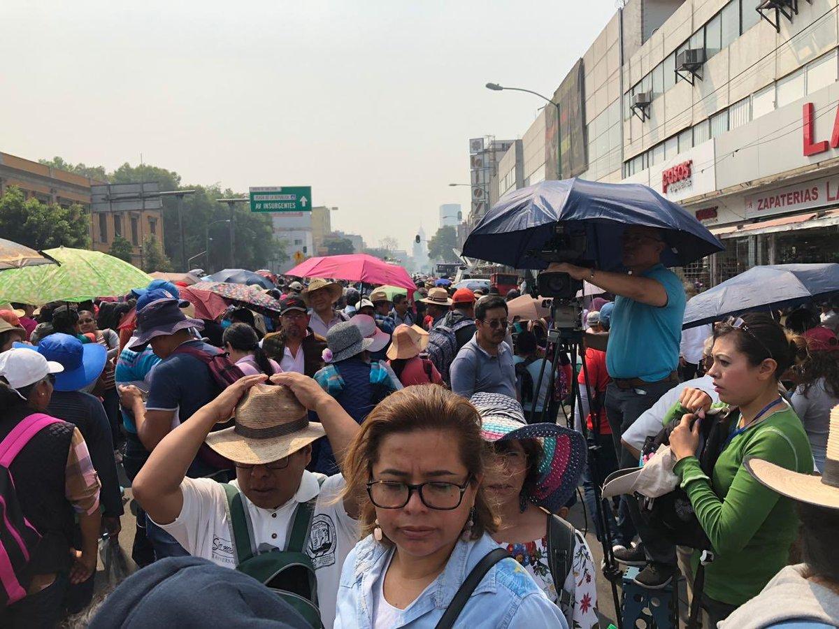 Con todo y contingencia ambiental la CNTE la cumplió. Marcha hoy en la CDMX. #AsilasCosasConLoret @WRADIOMexico @sandovalvictor