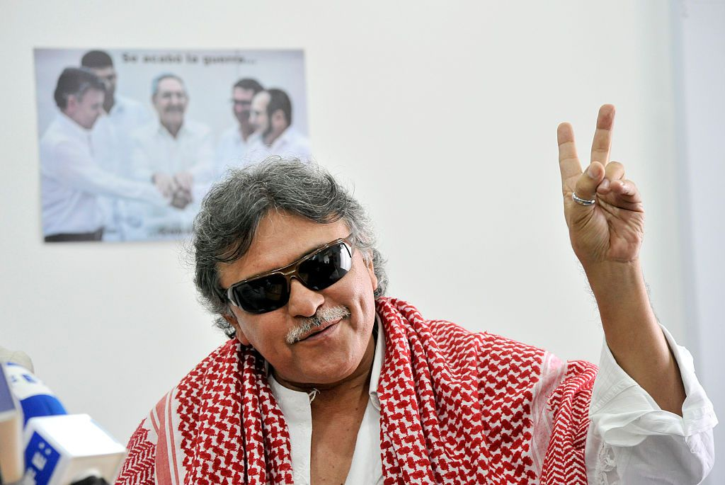 Fantastic news! The @JEP_Colombia court has ordered @PartidoFARC peace negotiator Jesús Santrich to be freed after over a year in prison on fake charges. JFC has campaigned for his release so that he can continue working twds a stable and lasting peace in #Colombia!<br>http://pic.twitter.com/gSHMhSZqts