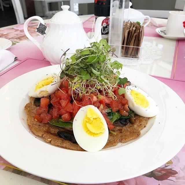 Savory Pancake Goodness! #lunch #dianneteashop #trinidadandtobago🇹🇹 https://t.co/enudYwIJSD https://t.co/JasaEaedCd