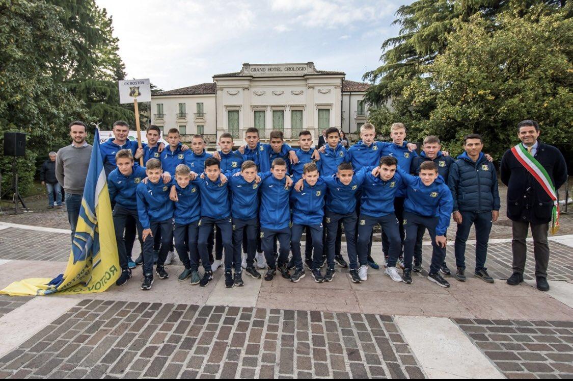 """#Футбольный клуб """"Ростов"""" / FC Rostov pic.twitter.com/WJuMHslpfD"""