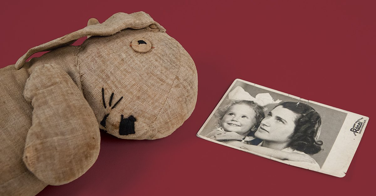 This bunny was the only toy four-year-old Eva Erszebet Kiss had at the Theresienstadt camp. Another prisoner sewed it for her to provide some comfort in the harsh conditions of the camp. When Eva and her mother escaped, she brought the bunny home. #MuseumWeek #PlayMW <br>http://pic.twitter.com/kkfbKAagnZ