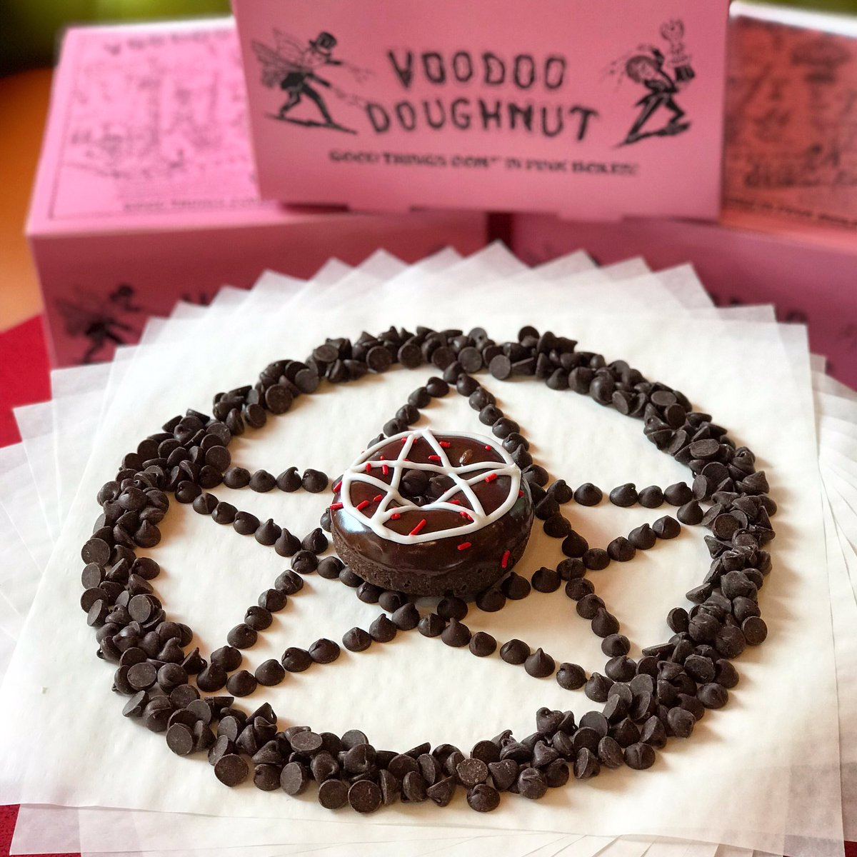 Celebrate #ChocolateChipDay with our most devilish doughnut, the Diablos Rex, a devils food cake with chocolate frosting, red sprinkles, chocolate chips & a pentagram! Sure to conjure up the sweetest spirits! #NationalChocolateChipDay #VoodooDoughnut<br>http://pic.twitter.com/LFO0AQ6itY