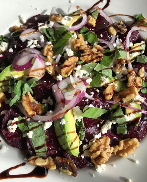 The roasted beet salad at Anthony's Pizza & Italian has goat cheese, avocado, basil, red onions and walnuts 😋 https://t.co/14DOWDwBPm