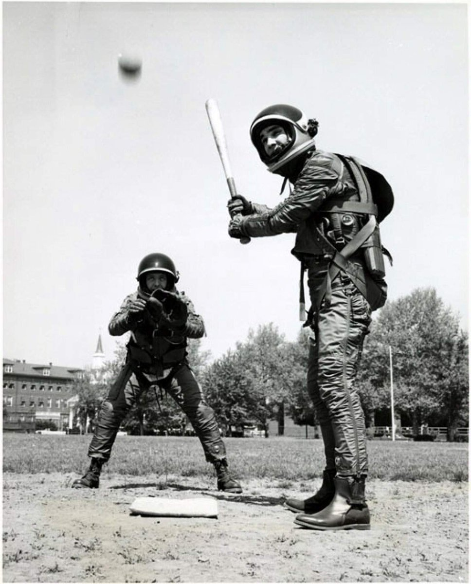 While we're on the topic of space x baseball, we thought we'd dig this gem of a photo out of the archives.   Workers donned B.F. Goodrich Mark IV spacesuits for a quick game to demonstrate the flexibility of the suit (c. 1950s) #PlayMW #MuseumWeek<br>http://pic.twitter.com/te6SY8qZhB