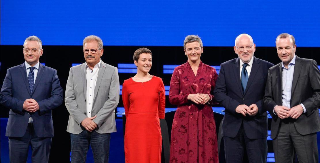 Le débat va commencer au @Europarl_FR avec @AvecNico et les autres Spizenkandidaten . Suivez le dans votre langue ici: europarl.europa.eu/ep-live/en/oth… #AvecNico #TellEurope