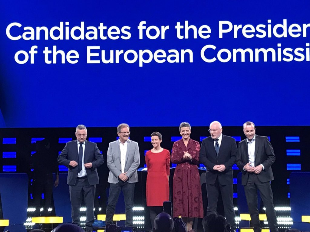 Debate just kicked off here in @Europarl_EN with @AvecNico - a candidate from the people for the people - and the other #Spitzenkandidaten We'll be live tweeting in English and French here #TellEurope #AvecNico #EUelections2019 Follow live: audiovisual.ec.europa.eu/en/ebs/live/2