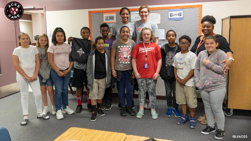 Over 550 @ClarkCountySch classrooms joined the Aces Slam Dunk Health Challenge and today, @_ajawilson22 and @CarolynSwords surprised the winners! Congrats to Ms. Coleman-Ismail's 5th grade class at Robert Taylor ES! Keep eating healthy and staying active! @SNHDinfo #AcesCare