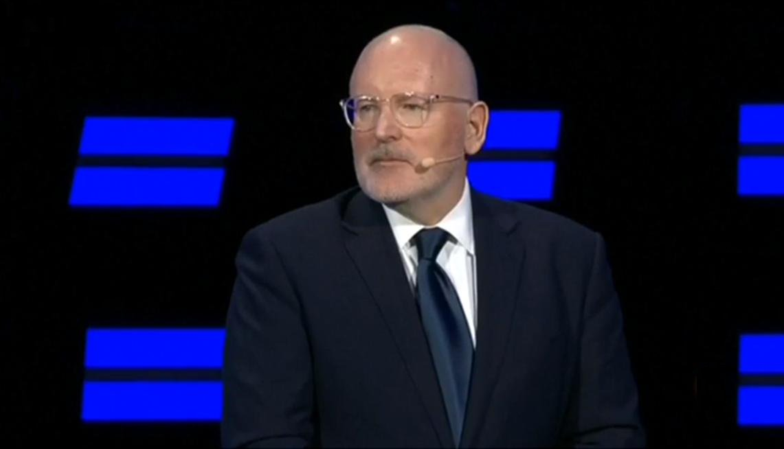 Frans&#39; policies for young Europeans: Let&#39;s make sure there is a minimum wage of at least 60% of the national median income in every country and let&#39;s allow them to vote from age 16! #TellEurope  #ItsTime<br>http://pic.twitter.com/QEXWitpYlF