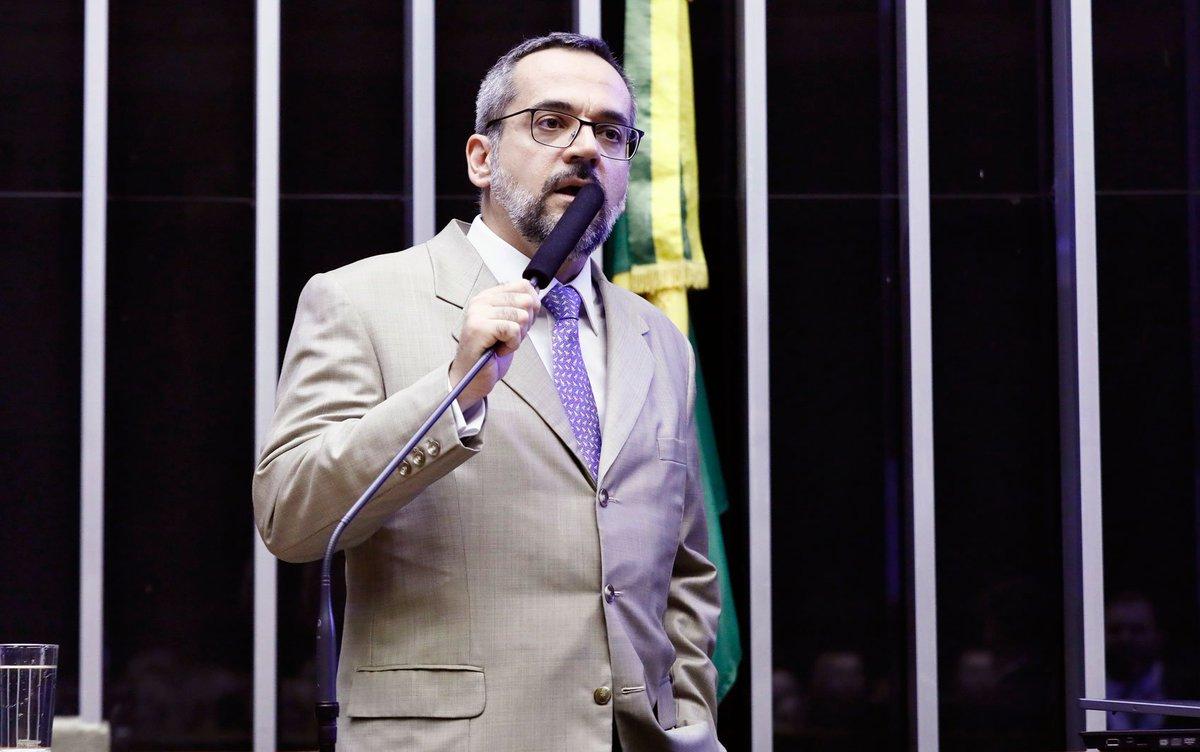 'Estamos cumprindo a lei', disse Ministro da Educação, Abraham Weintraub, ao explicar na Câmara o bloqueio de verbas das universidades => https://glo.bo/2JmrDCE #G1