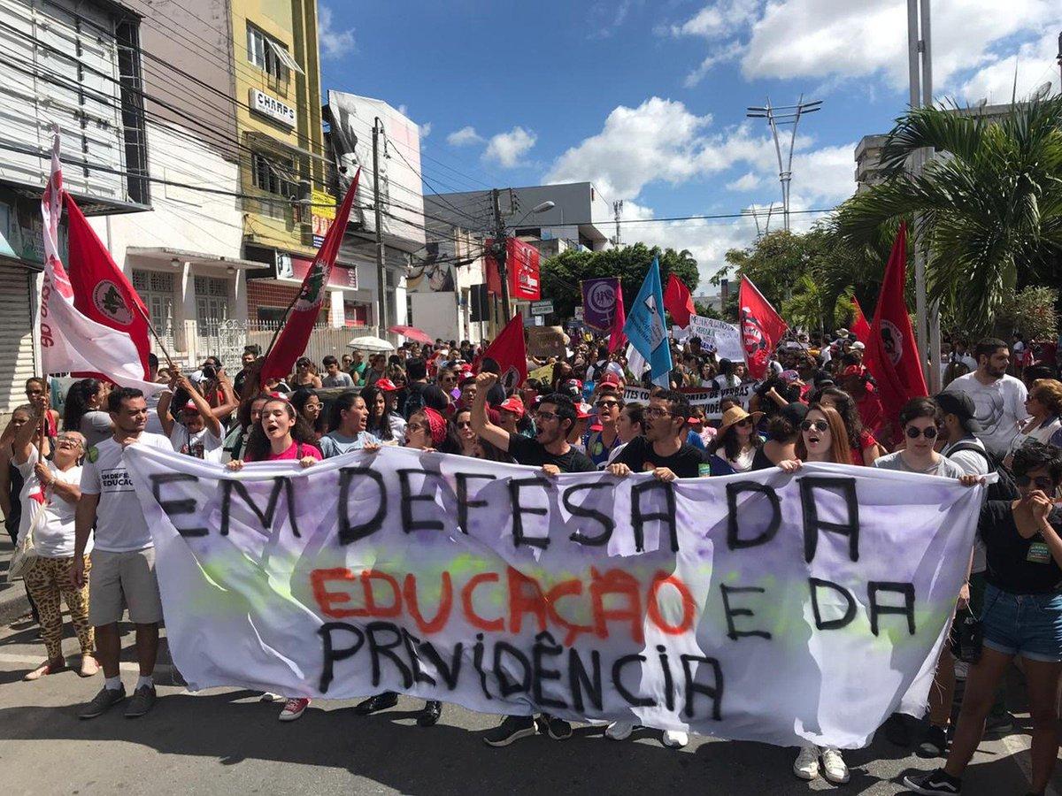 PE: em Pernambuco, há paralisação de professores de universidades federais em Recife e outras cidades do estado => https://glo.bo/2JG4Hxu #G1