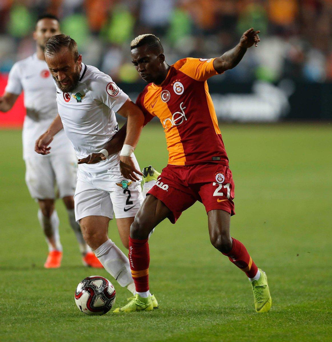 RT @GalatasaraySK: 📸 #KupaBeyiGalatasaray 🏆 #AKHvGS https://t.co/HH0DucbPUb