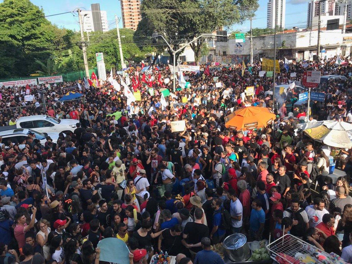 RN: escolas estaduais e universidades federais suspenderam as aulas como forma de adesão ao protesto nacional => https://glo.bo/2Q2l9t9 #G1