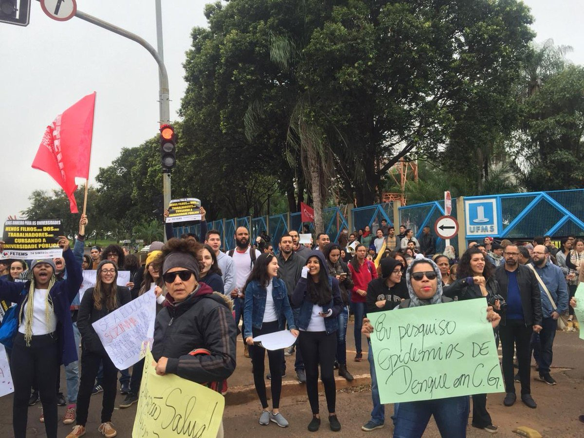 MS: escolas municipais e estaduais e instituições federais aderiram à paralisação. Há manifestação no campus da Universidade Federal e no Instituto Federal do estado. Campo Grande, Ponta Porã e Dourados têm atos => https://glo.bo/2Wd2DUx  #G1