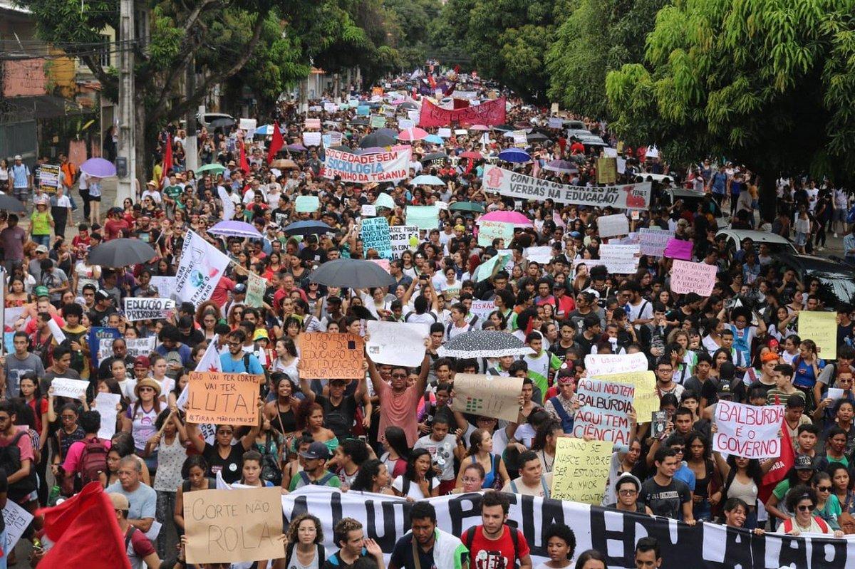 PA: universidades federais paralisaram as atividades e segundo sindicato, em Belém, mais de 10 mil pessoas se concentraram em ato. Também há protestos em cidades como Marabá e Santarém => https://glo.bo/2vXn0pO #G1