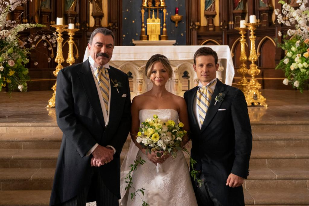 It&#39;s not too late!  Catch up on the #BlueBloods season finale here:  http:// spr.ly/6017Eiisv  &nbsp;  <br>http://pic.twitter.com/cVASJf52P1