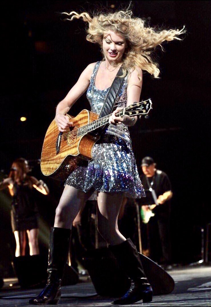 Which performance look? Vote below! #TaylorSwift #Swifties #Fearless #SpeakNow #CMAawards #Ours<br>http://pic.twitter.com/IHeH5BNqA8