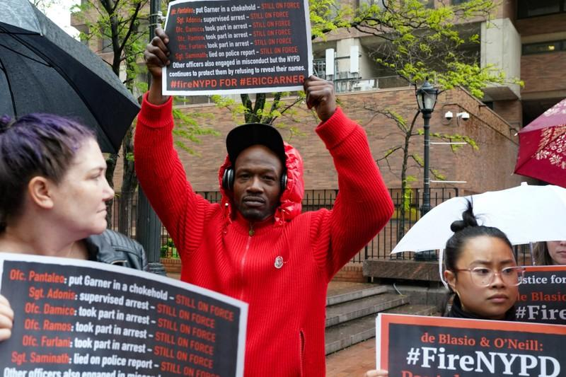 New York medical examiner testifies chokehold led to Eric Garner's death http://www.reuters.com/article/us-usa-police-garner-idUSKCN1SL12V?utm_campaign=trueAnthem%3A+Trending+Content&utm_content=5cdcc7cce506e70001082fcc&utm_medium=trueAnthem&utm_source=twitter…