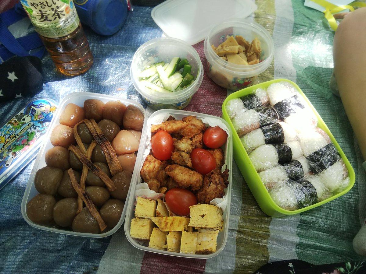 本日のお弁当! 重いわけですよ(笑)マリネサラダは今夜のおかずになります! 新宿御苑 遠足 ママDPC 遠足お弁当 大量のお弁当 pic.twitter.com/SSTJDzpE8W