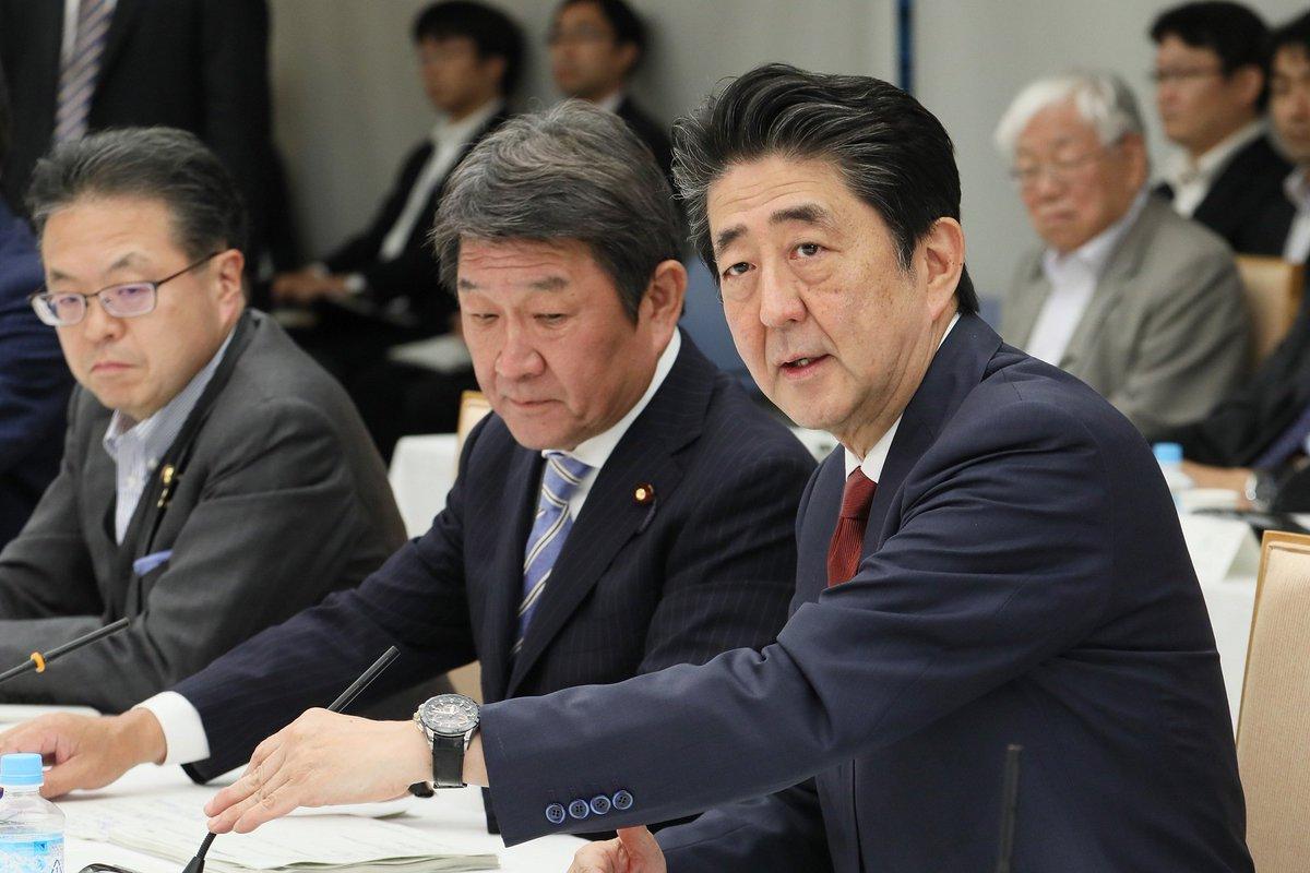 《総理の動き》5月15日安倍総理は官邸で第27回未来投資会議を開催しました。会議では、全世代型社会保障における高齢者雇用促進及び中途採用・経験者採用促進及び成長戦略総論の論点について議論が行われました。kantei.go.jp/jp/98_abe/acti…