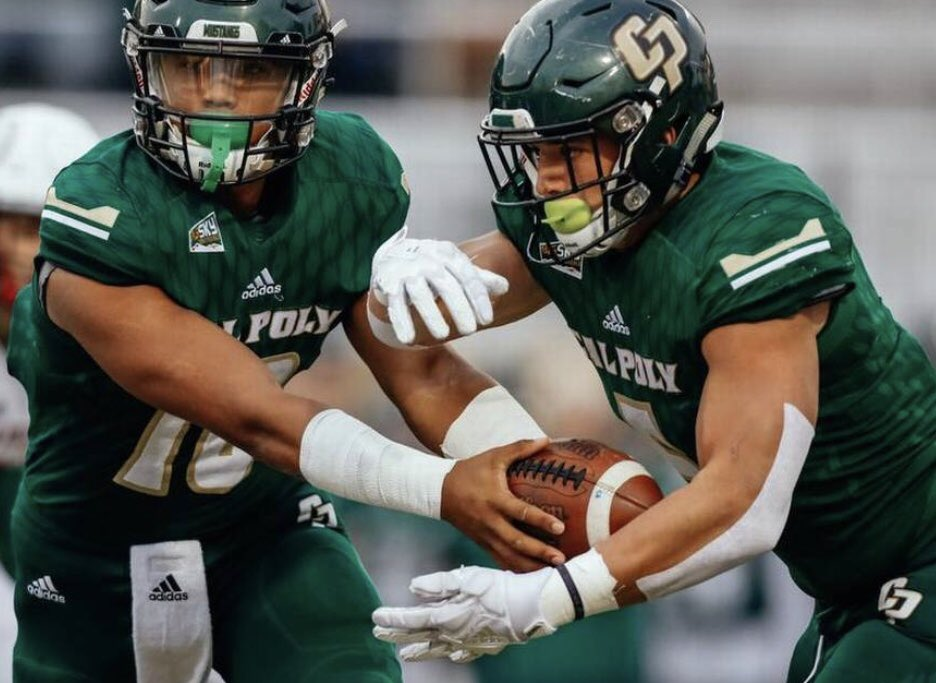 Work Hard Wednesday, has a great visit from @calpolyfootball and coach @CoachGraves_QB. Thanks for your time we appreciate it! #RideHigh #GOCREEK #FRAMEITUP