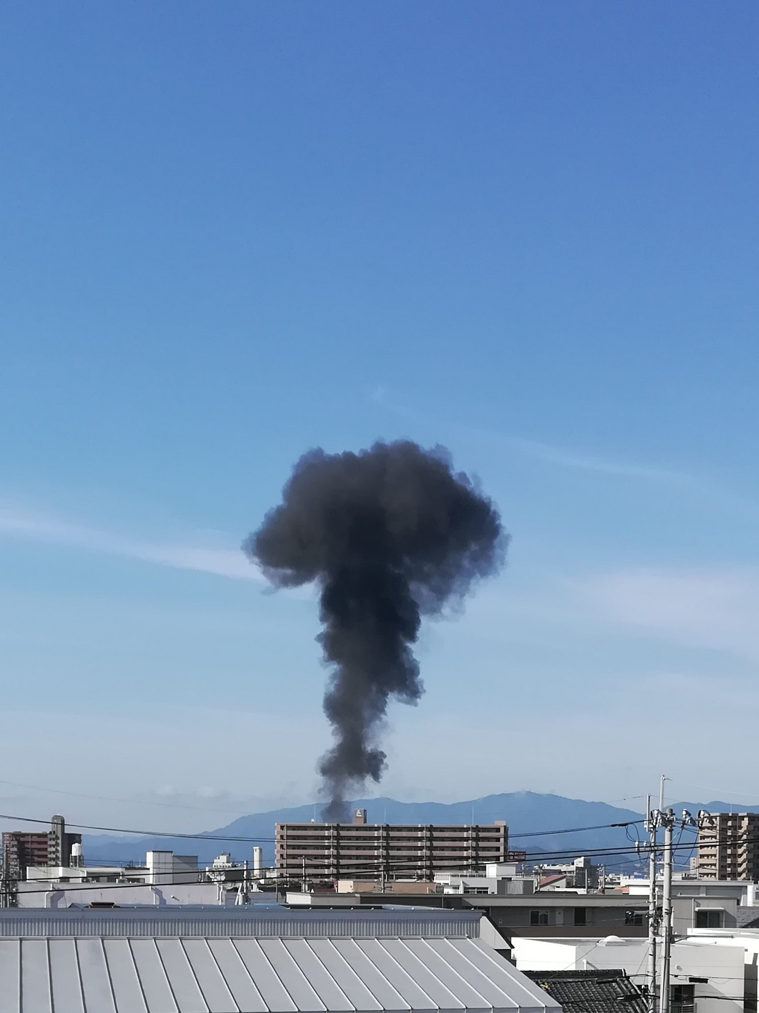 画像,油槽で白煙らしい。怪我された方いなければいいのに#徳島#火災 https://t.co/kLhiygkjBl。
