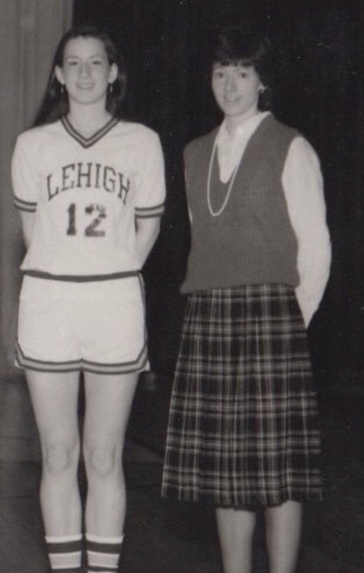 When I did a look back at @MuffetMcGraw's 30 years at Notre Dame a few years ago, Lehigh sent me this photo of Muffet's years at Lehigh.  How awesome is it that the very player standing next to Muffet is now the Commissioner of the @WNBA!  Congrats to #12 @CathyEngelbert!