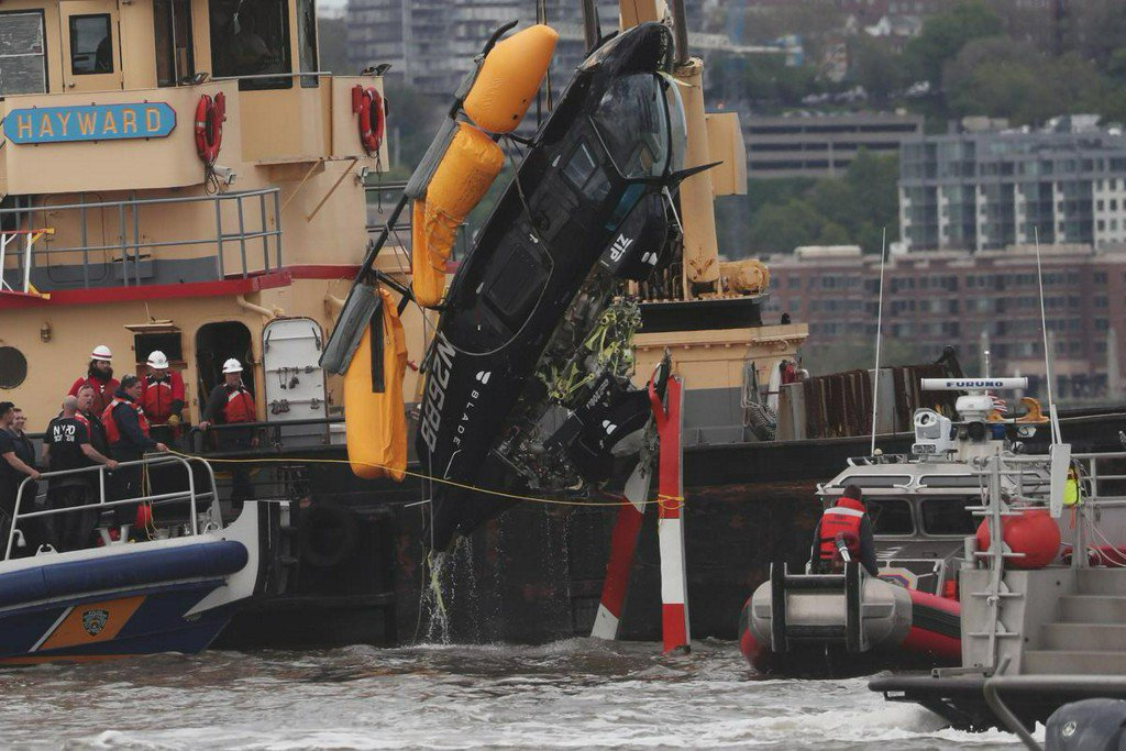 Helicopter crashes into Hudson River in New York, injuring two http://www.reuters.com/article/us-new-york-crash-idUSKCN1SL2M2?utm_campaign=trueAnthem%3A+Trending+Content&utm_content=5cdcc0dbdf42390001127bec&utm_medium=trueAnthem&utm_source=twitter …