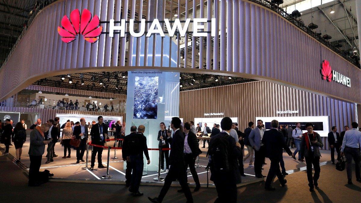 U.S. blacklists China's Huawei https://t.co/WglcX3rgKA https://t.co/eS1ADmURby
