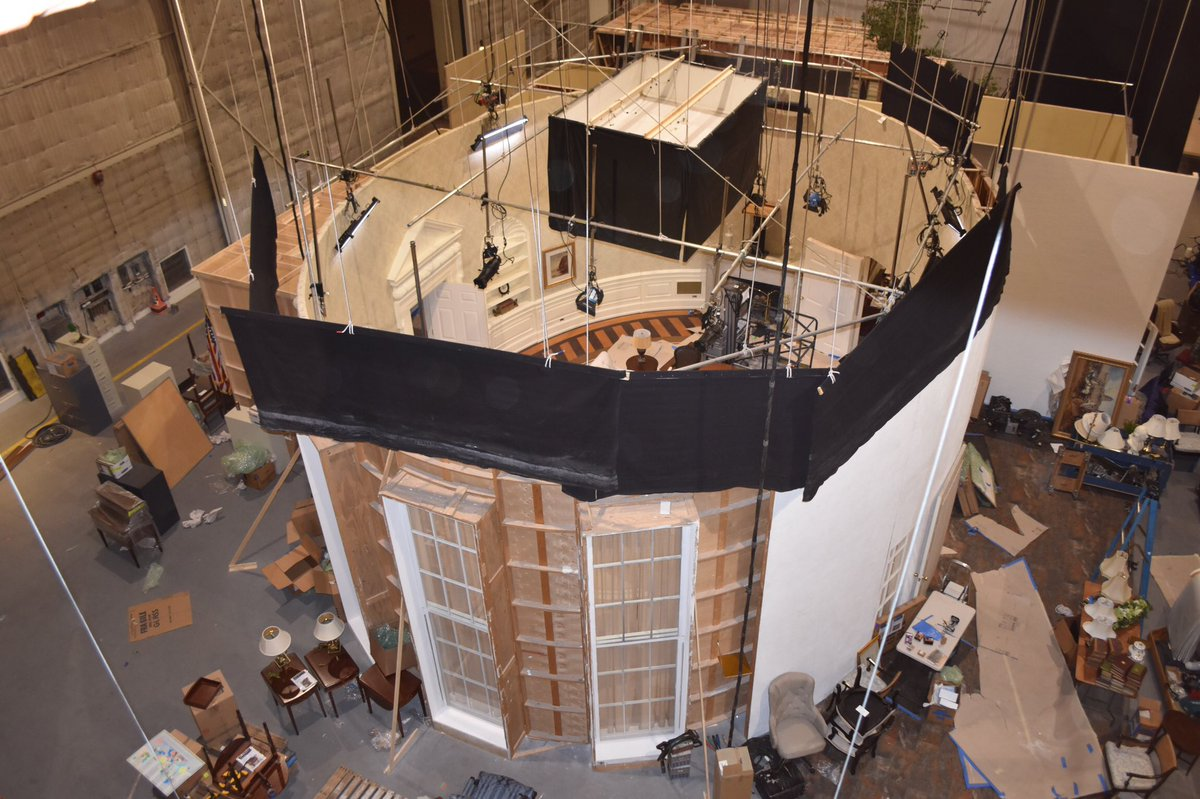 The #ovaloffice #set from above. #veep #bts<br>http://pic.twitter.com/bS7Tae9y0v
