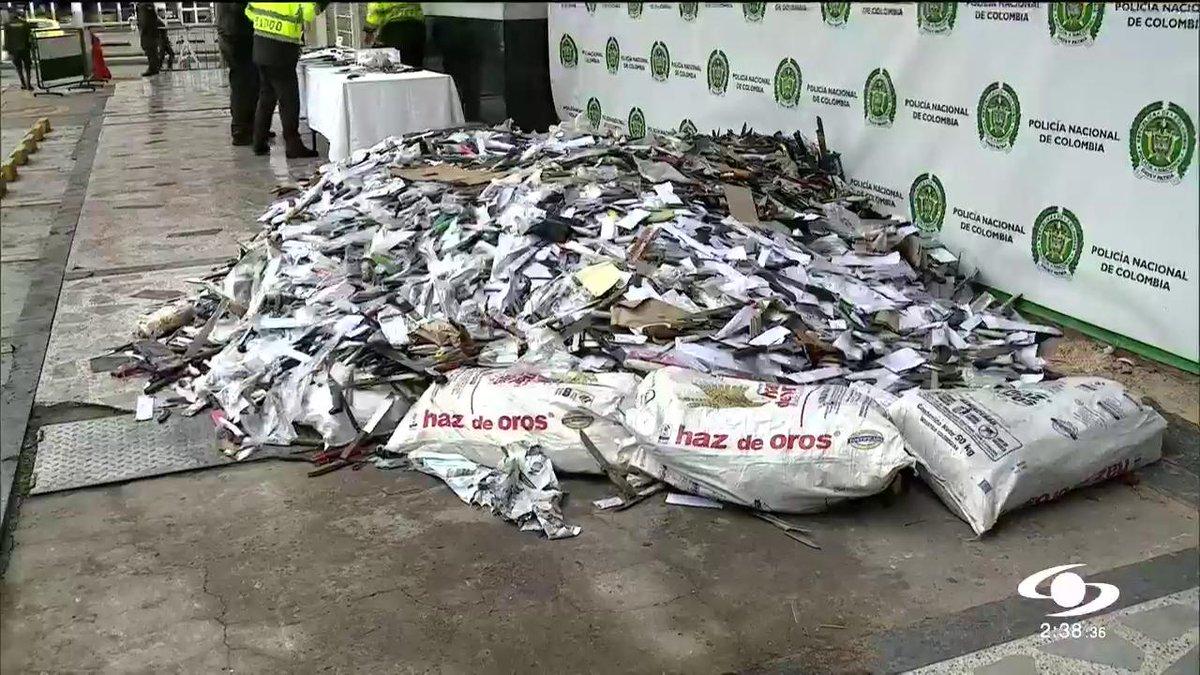 ¿Iban para una guerra? Esta montaña de armas ha sido decomisada en Bogotá en solo 7 meses >>> http://bit.ly/2Q4WOTu