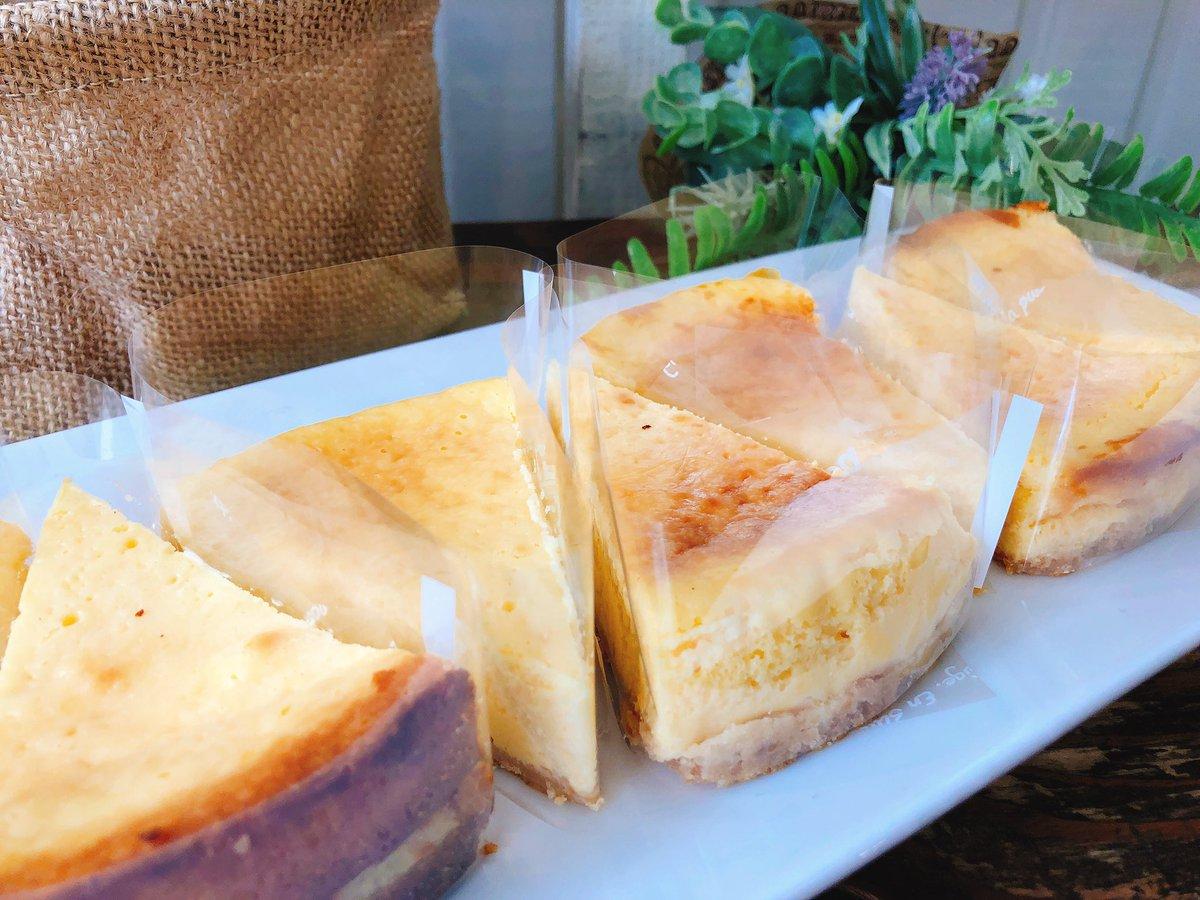 05.16(Thu)  こんにちは☺︎🧀  大人気の《3pieceセット》⭐️! 🧀レアチーズケーキ 🧀ベイクドチーズケーキ 🧀お好きなチーズケーキ(3種類から選べます) 食べ比べや、みんなとのシェアにもオススメです🙆♀️◎  ぜひお試しください😋♫ 本日もお待ちしております🍀
