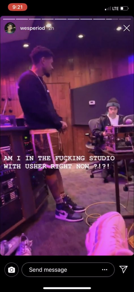 im producing for usher rn... and he brought his family and dogs to the studio......his son is doing his homework and usher is proofreading it on the same desk im making the beat. amazing <br>http://pic.twitter.com/BX9dy0Tlz5