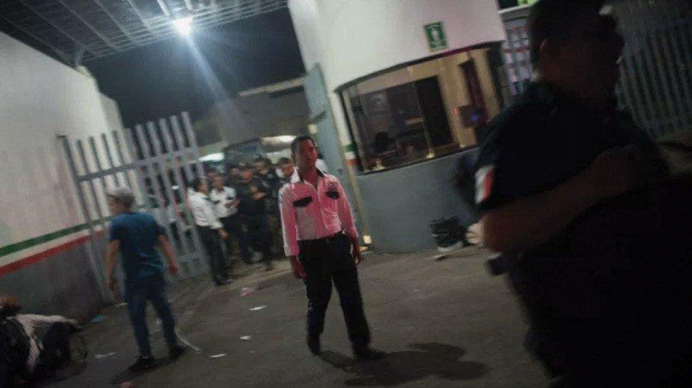 Migrantes se fugan de estación migratoria de Tuxtla Gutiérrez http://bit.ly/2JsBuab