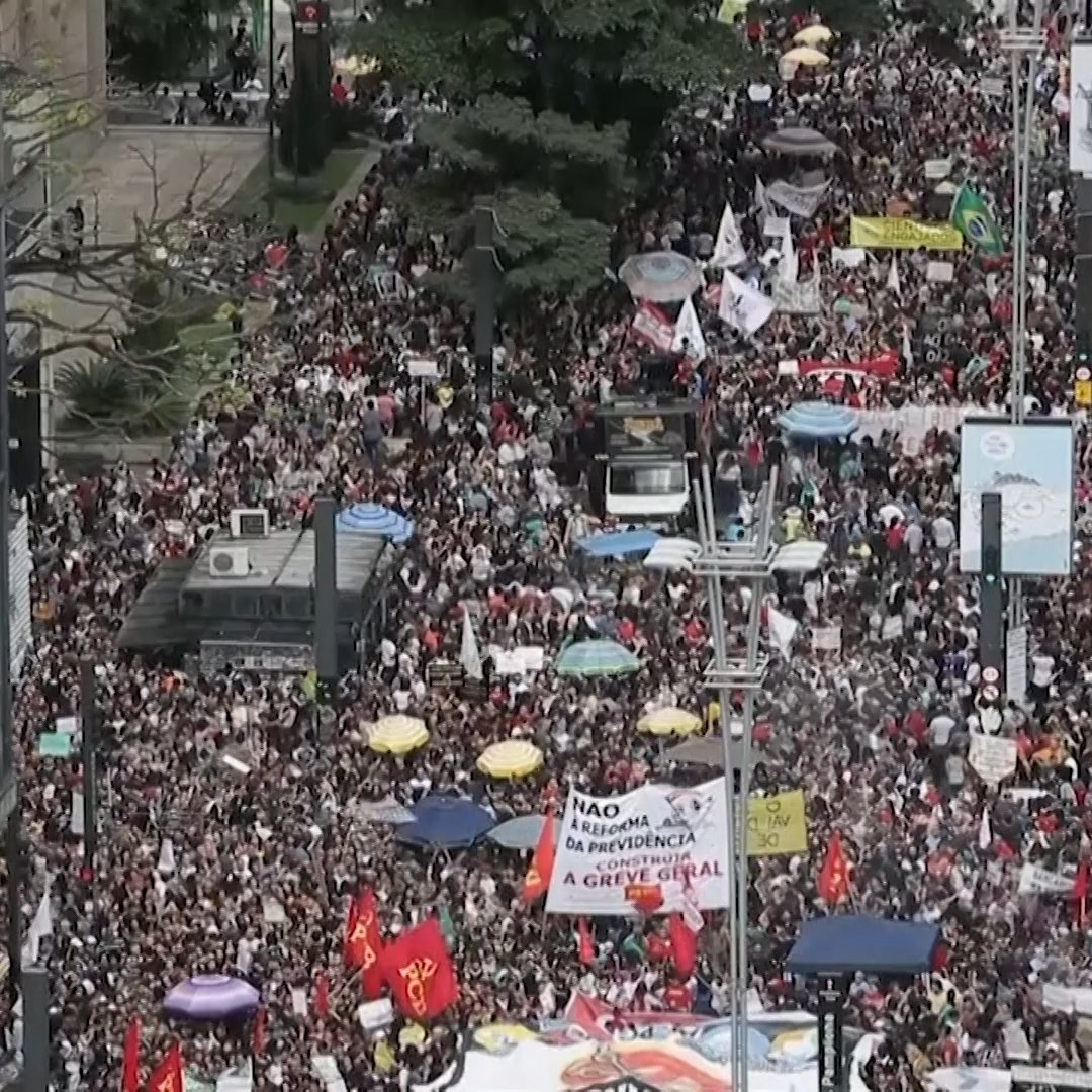 Brazilian Students Marched to Protest the Bolsonaro Administration's Massive Education-Funding Cuts