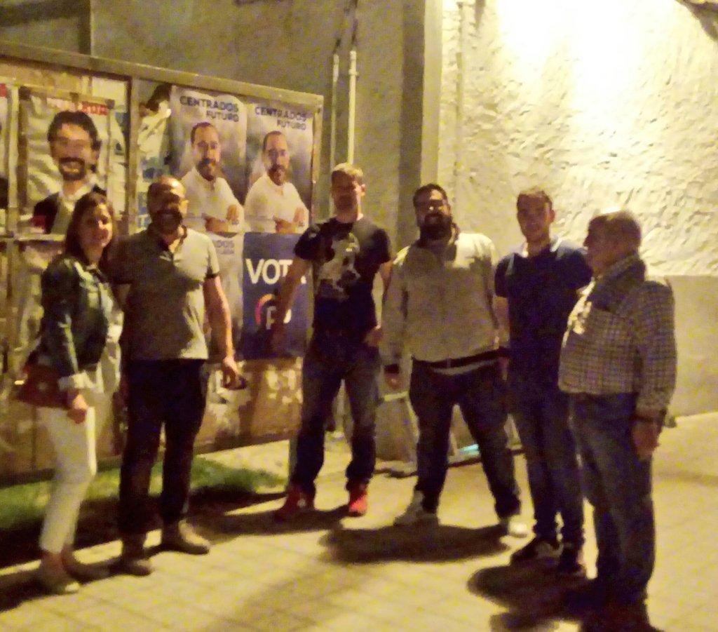 ® Continuamos con la campaña electoral del @PPTordesillas. Esta noche tocaba poner lonas y carteles. Orgulloso de mi equipo! !!  #CentradosEnTuFuturo @PPValladolid @alferma1 #SomosTordesillas #26M #Tordesillas  #CambiodeRumbo