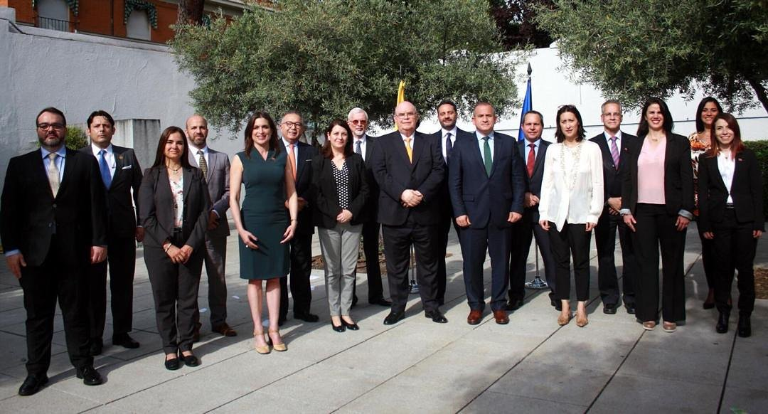 Los embajadores de @jguaido ayer en nuestro encuentro estratégico en Madrid. Yo soy la del vestido verde. Estoy orgullosa de servir a mi patria por una #VenezuelaLibre