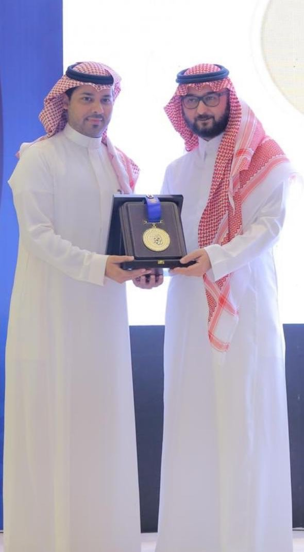 ..أسعدنا تكريمك استاذنا القـدير #فهد_الشنيفي وحصولك على #جائزة_الأميرة_صيتة فنجاحك هو نجاح لنا جميعاً ....        فيك وبأمثالك  نٌفاخر ....@fs330
