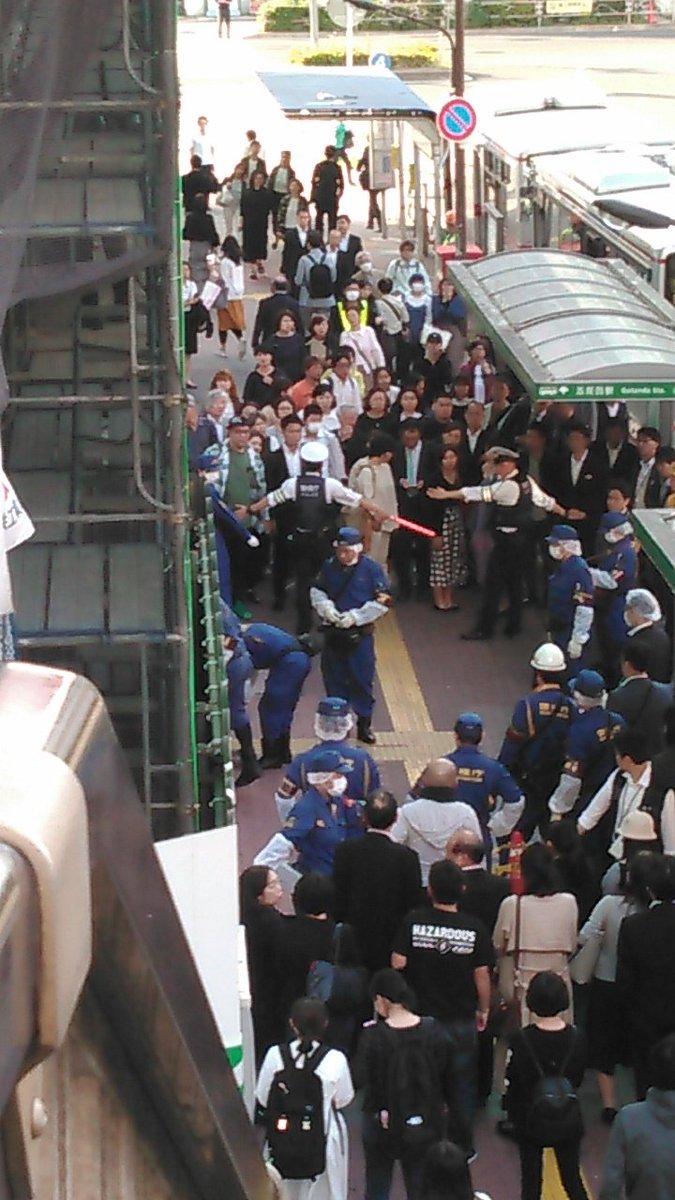 五反田駅前で落下した鉄の棒が女性に直撃した事故現場の画像