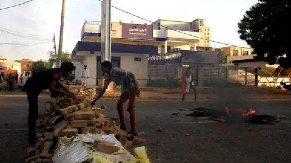 """السودان: المجلس العسكري يعلق التفاوض 72 ساعة حتى """"إزالة المتاريس"""" https://f24.my/4vsQ"""
